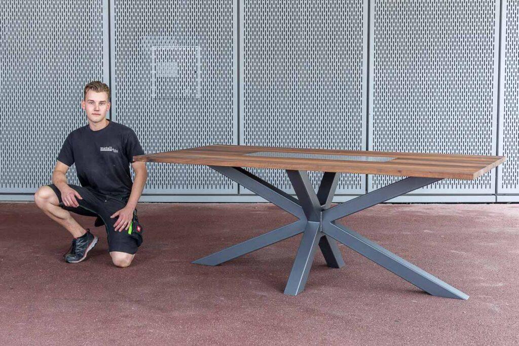 Aargauer Metallbau-Lernende beeindrucken mit selbst kreierten Tischen